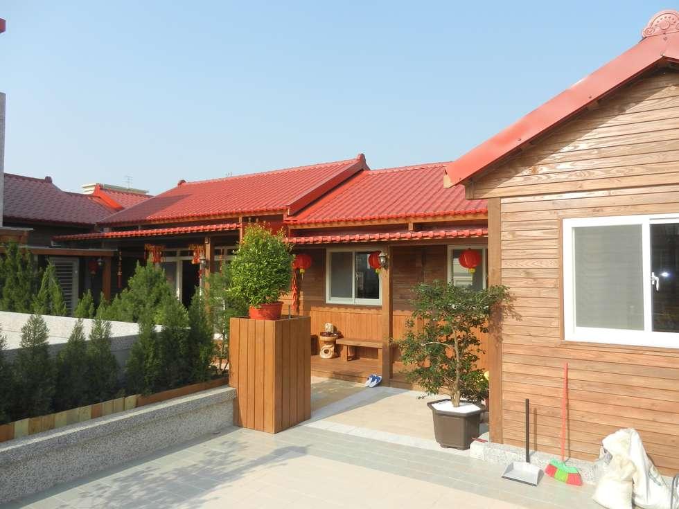 木屋 琉璃鋼瓦屋頂:  房子 by 山田小草木作場