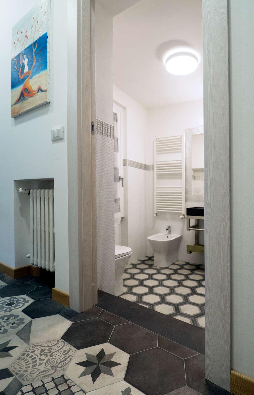 BAGNO COCOON: Bagno in stile in stile Eclettico di Luigi Brenna Architetto