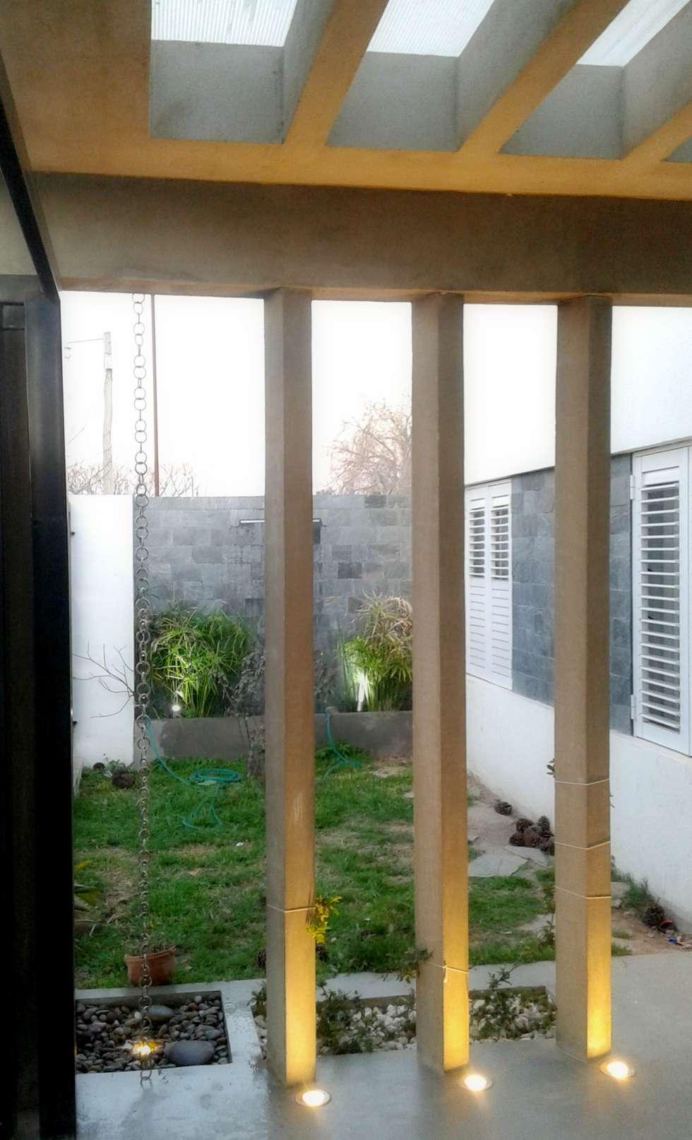 Piso de microcemento : Casas de estilo minimalista por De Signo +