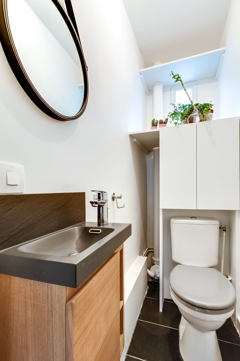 toilettes: Salle de bains de style  par Maud Rousset