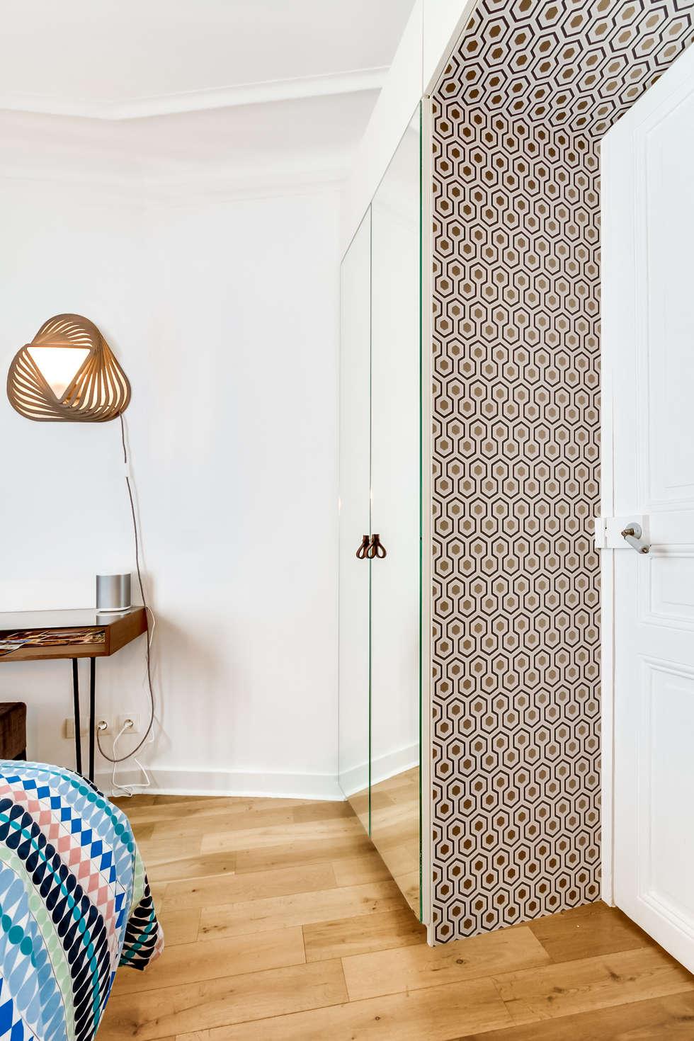 un dressing comme un passage: Chambre de style de style eclectique par Maud Rousset