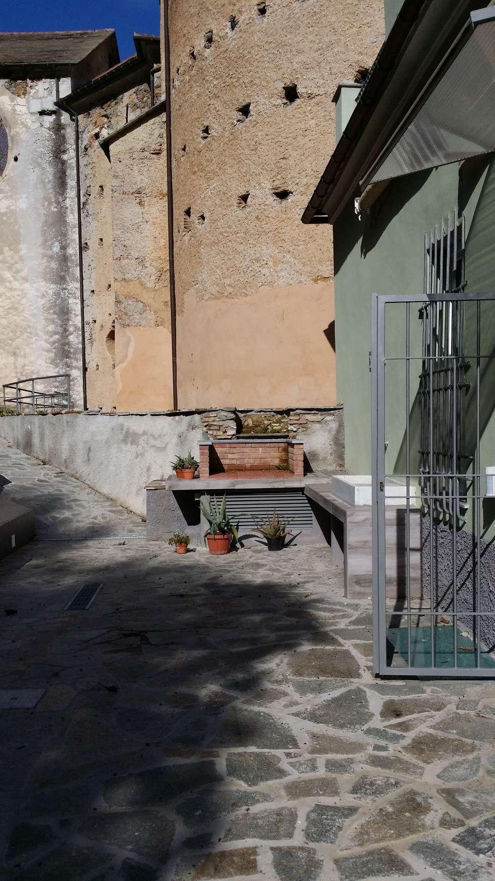 terrazzo giardino: Terrazza in stile  di monica giovannelli architetto