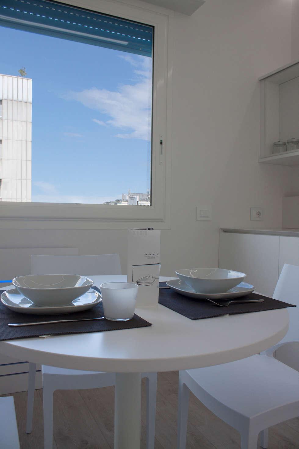 dettaglio tavolo da pranzo: Sala da pranzo in stile in stile Minimalista di Giemmecontract srl.