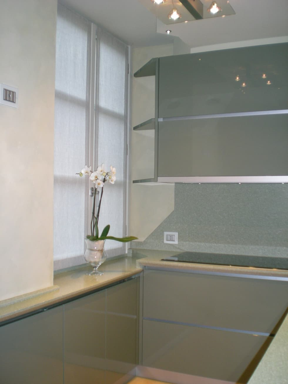 cucina: Cucina in stile in stile Moderno di Studio arch. Orban Agota