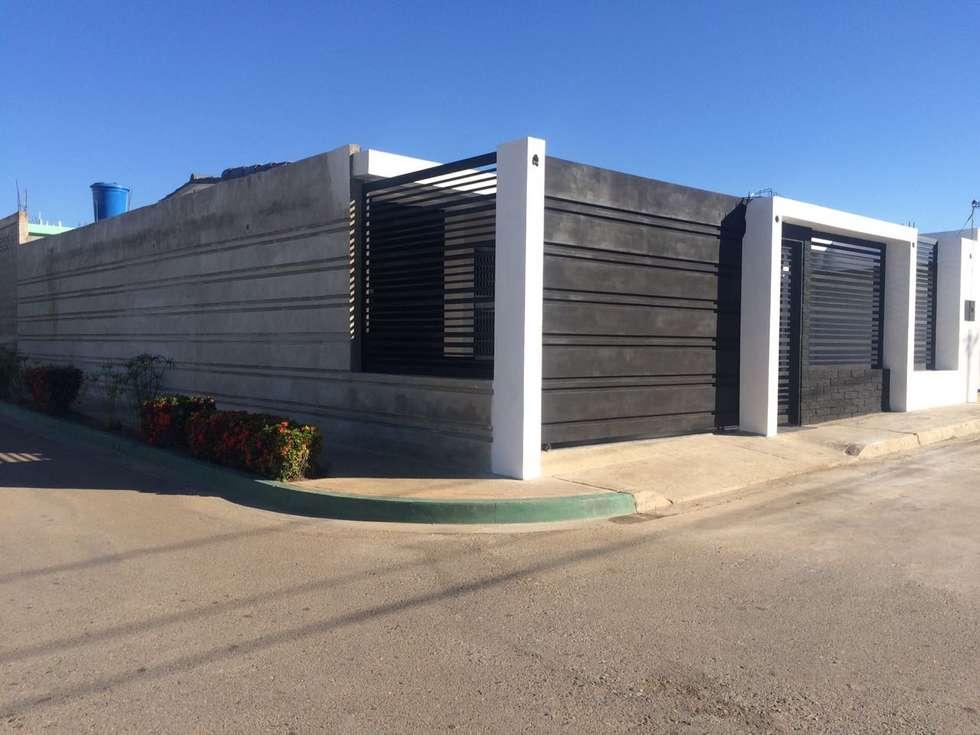 Modificacion de fachada Principal: Casas de estilo moderno por Arq. Alberto Quero