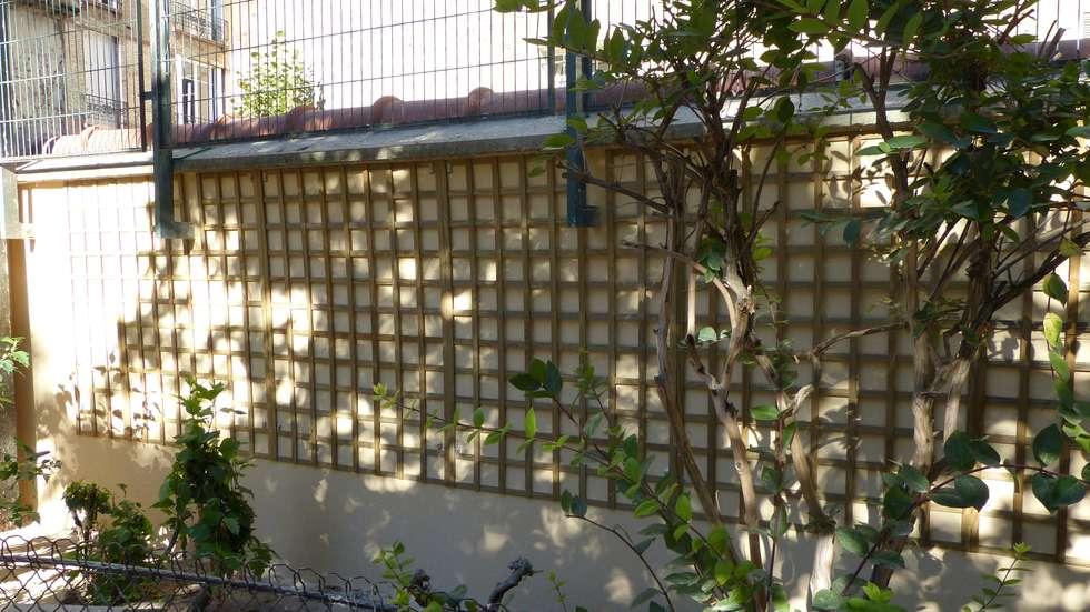 Mur végétal extérieur - Support treillis bois: Jardin de style de style Rustique par Vertical Flore