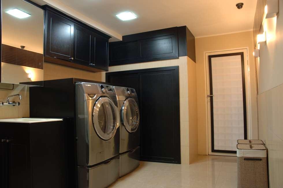 Area de lavanderia: Cuartos de estilo moderno por Arq Renny Molina