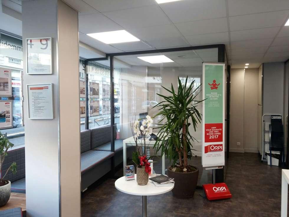 Hall d'entrée: Espaces commerciaux de style  par Casavog