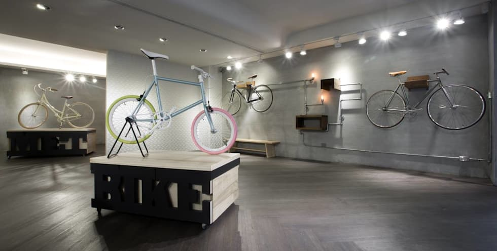 【空間中需充滿具有「機械」符號的元件及金屬感】:  辦公室&店面 by 衍相室內裝修設計有限公司