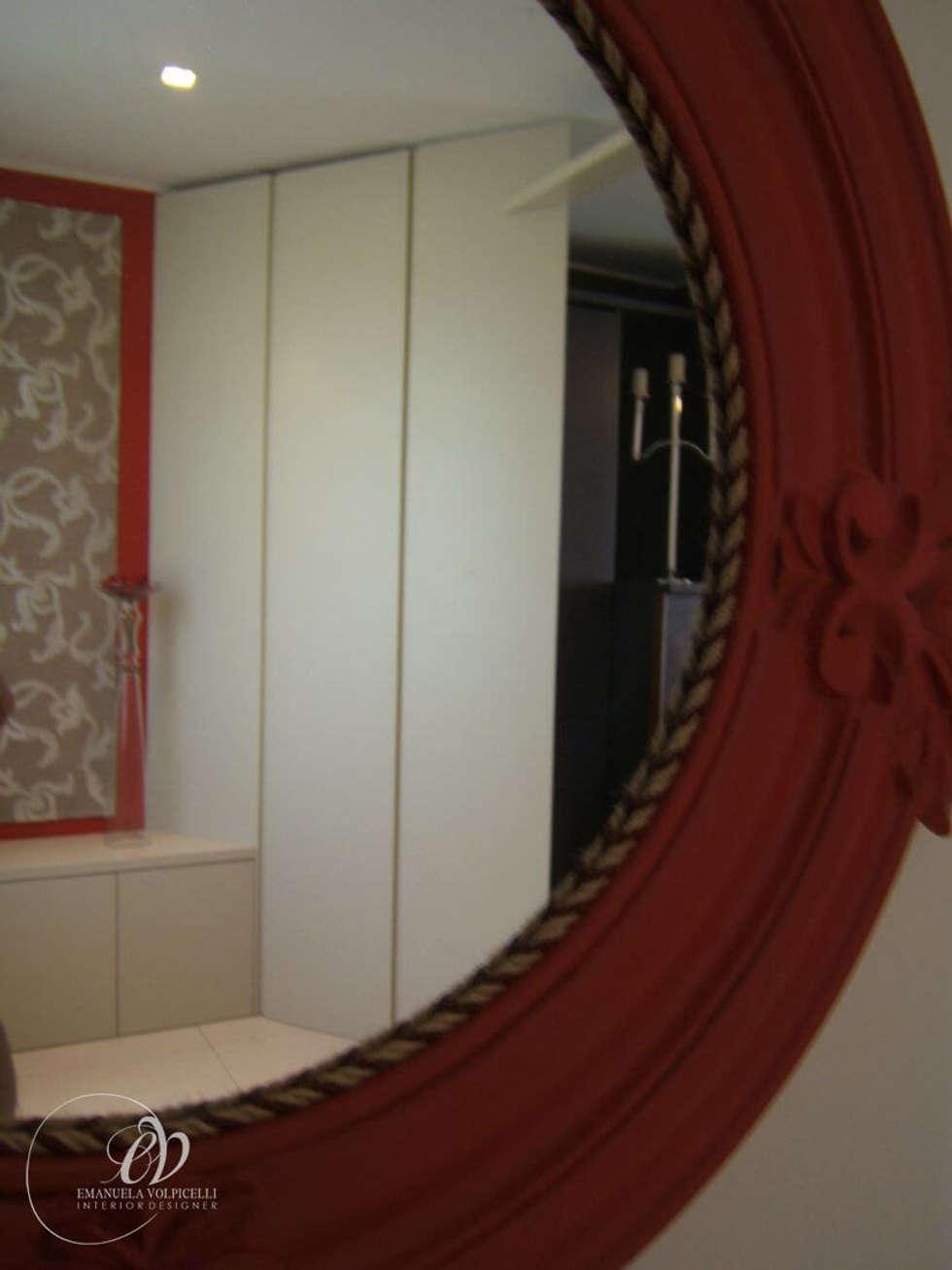ELEGANTE LINEARITA': Ingresso & Corridoio in stile  di Emanuela Volpicelli Interior Designer