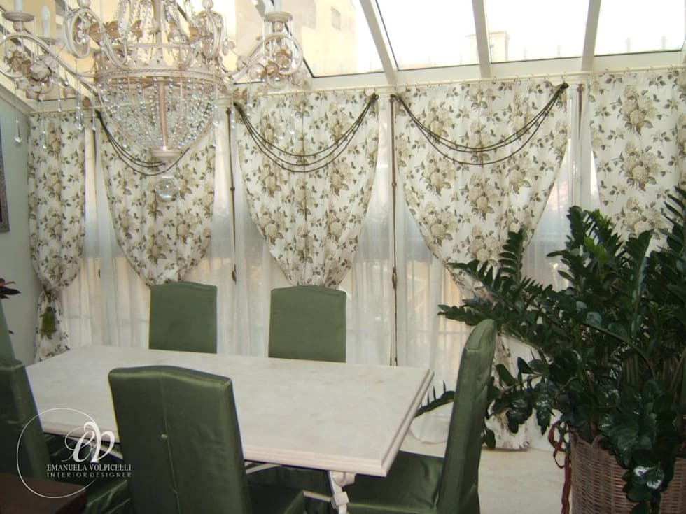 FASCINO SENZA TEMPO: Sala da pranzo in stile in stile Classico di Emanuela Volpicelli Interior Designer