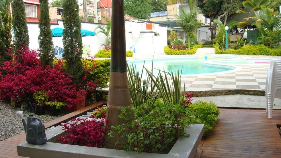 EXTERIOR: Jardines de estilo moderno por IngeniARQ