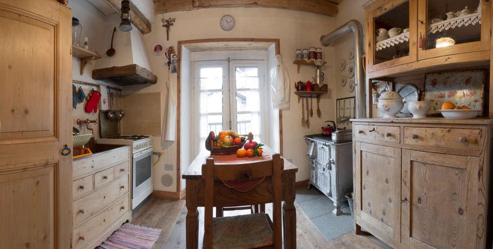 Cucina: Cucina in stile in stile Rustico di L'Antica s.a.s.