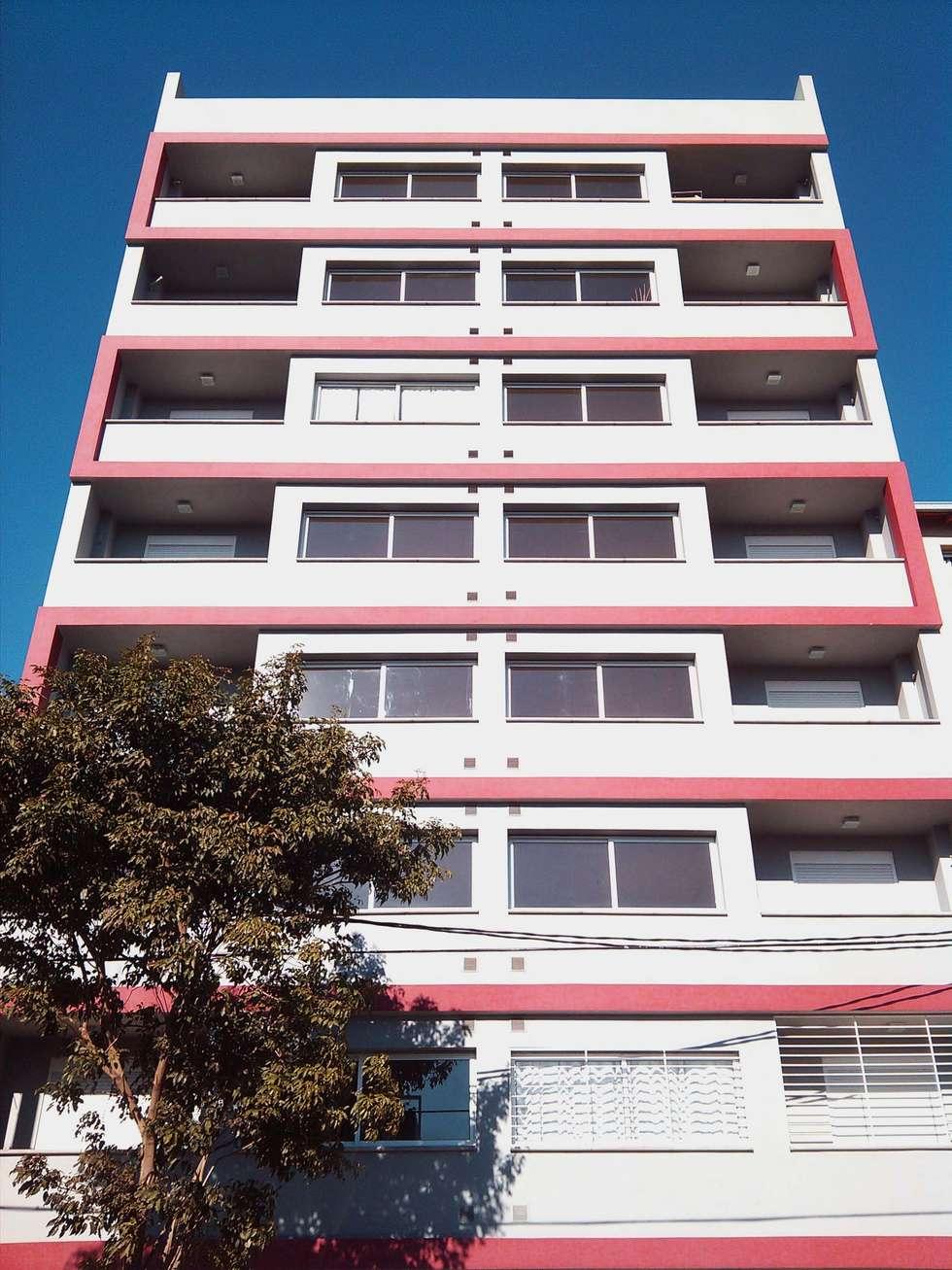 FACHADA CINTA ROJA: Casas de estilo minimalista por LOSADA ARQUITECTURA