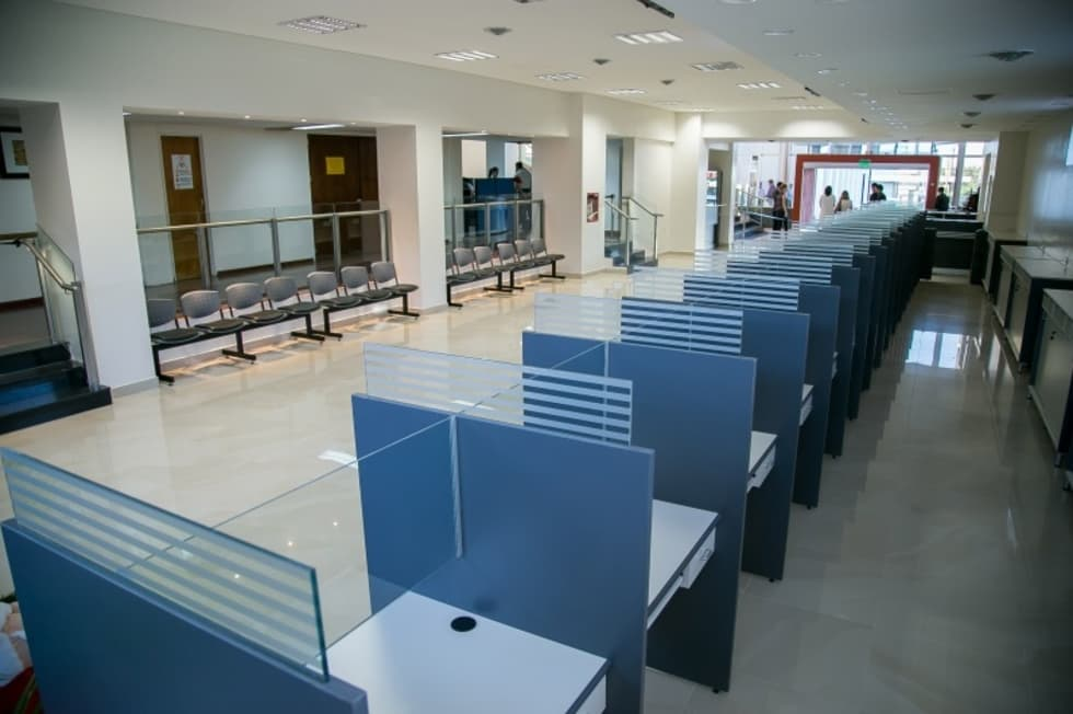 SECRETARIA INTEGRADA: Estudios y oficinas de estilo moderno por LOSADA ARQUITECTURA