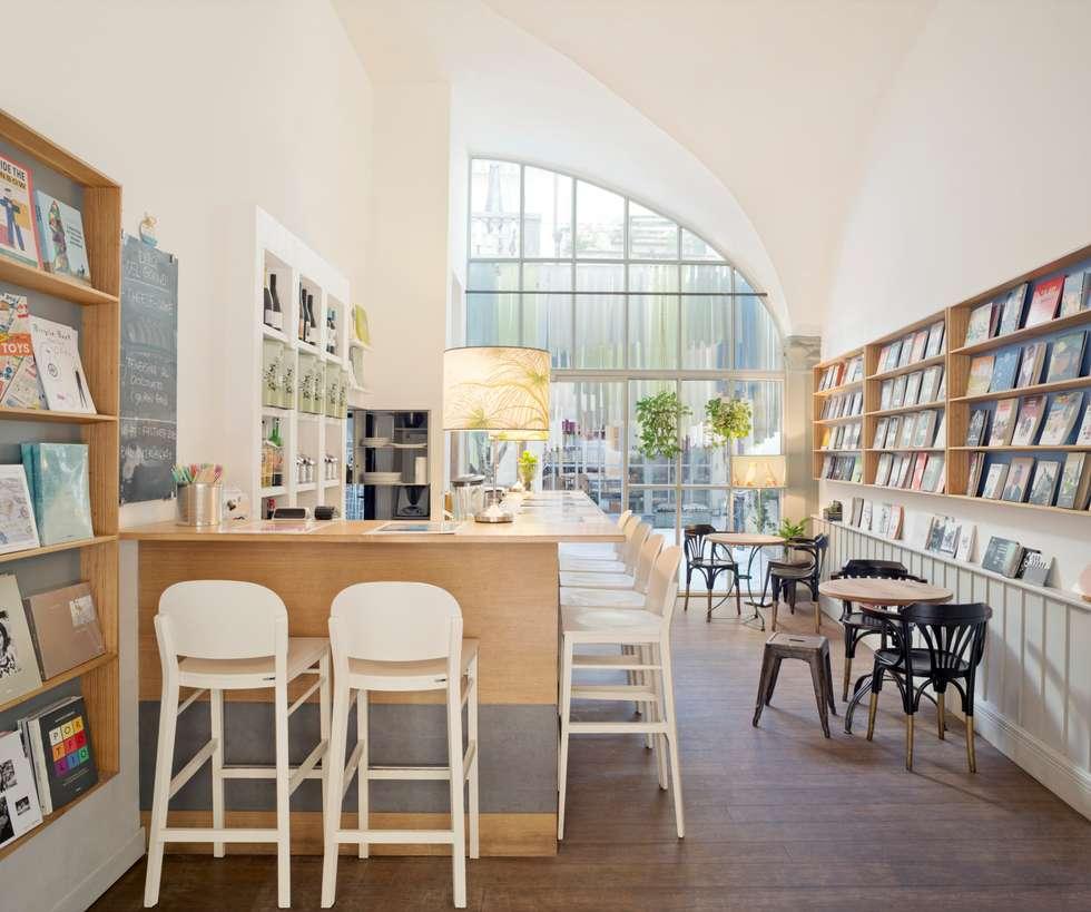 Libreria Brac: Negozi & Locali commerciali in stile  di DEFERRARI+MODESTI