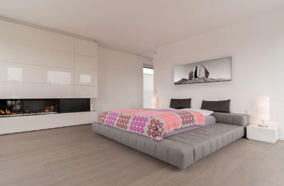 Schlafzimmer mit kamin: moderne schlafzimmer von egg and dart ...