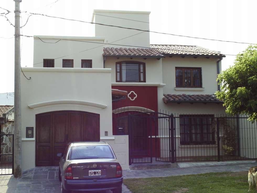 Vivienda unifamiliar: Casas de estilo colonial por Valy