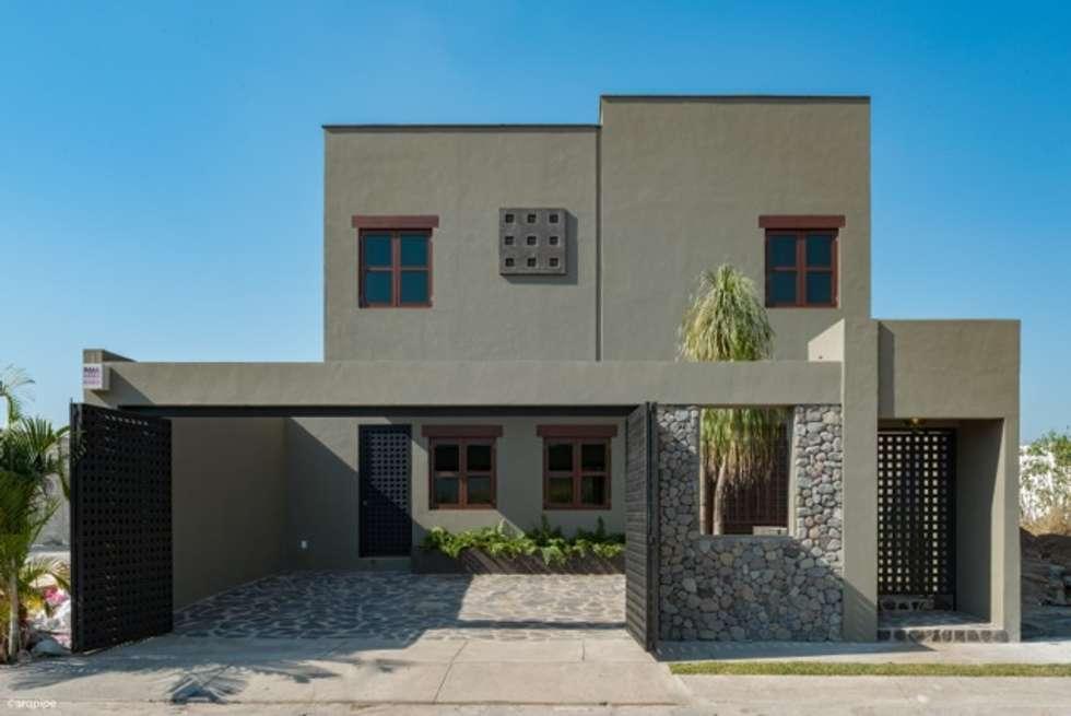 modern Houses by LUIS GRACIA ARQUITECTURA + DISEÑO