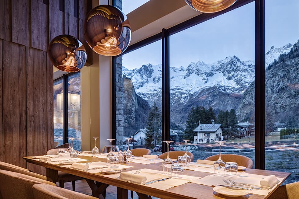 Grand Hotel Courmayeur Mont Blanc, Courmayeur: Hotel in stile  di Studio Simonetti