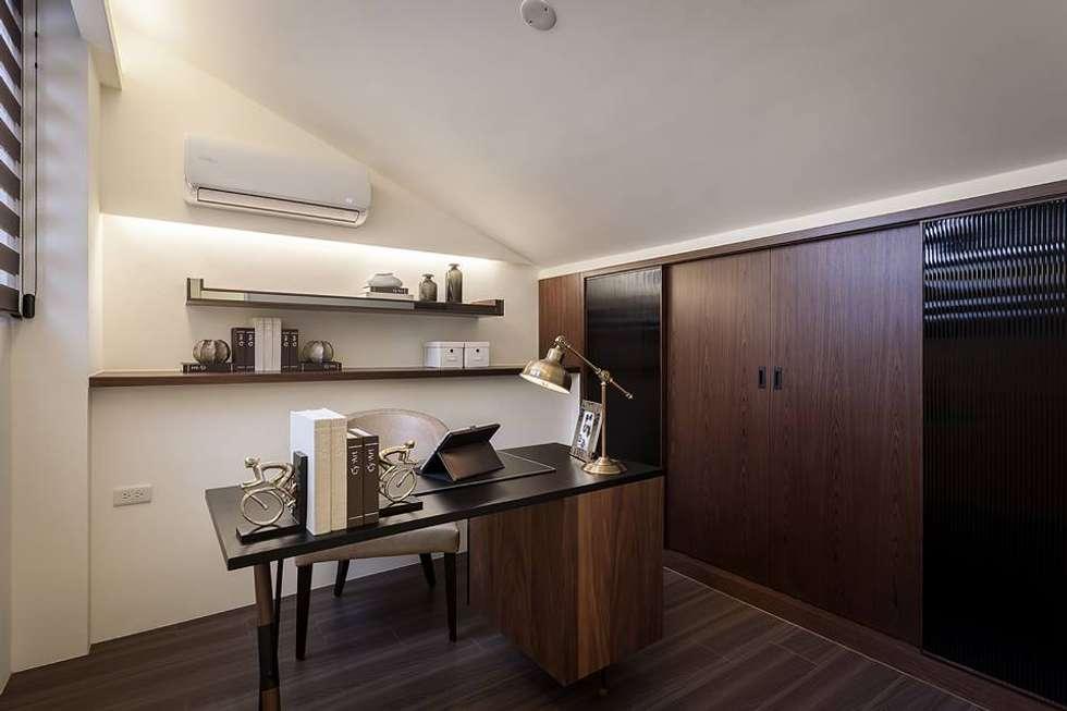 多功能房:  書房/辦公室 by 你你空間設計