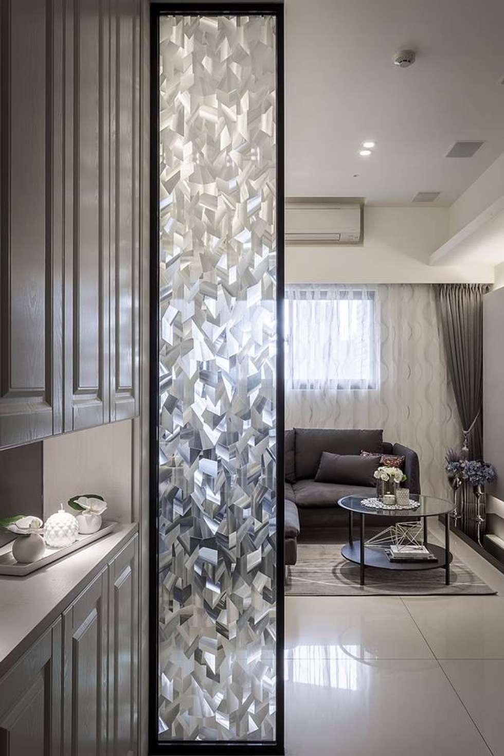 冰鑽紋隔屏:  走廊 & 玄關 by 你你空間設計