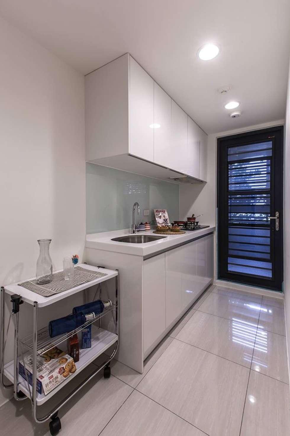 簡潔俐落:  廚房 by 你你空間設計