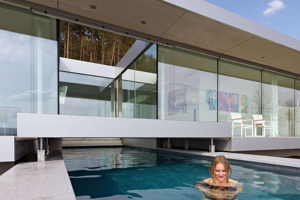 Villa k: minimalistisch zwembad door architectenbureau paul de