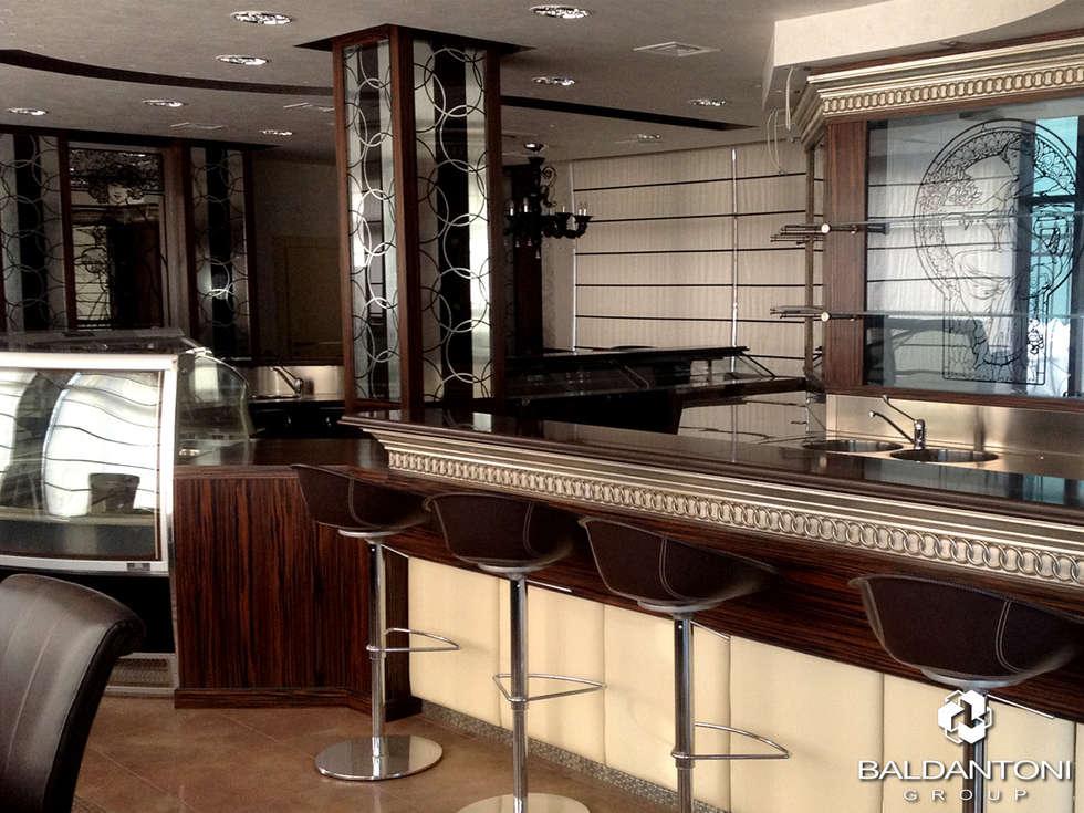 Restaurant Cafè Aviomotornaya, Mosca, Russia: Sala da pranzo in stile in stile Moderno di Baldantoni Group