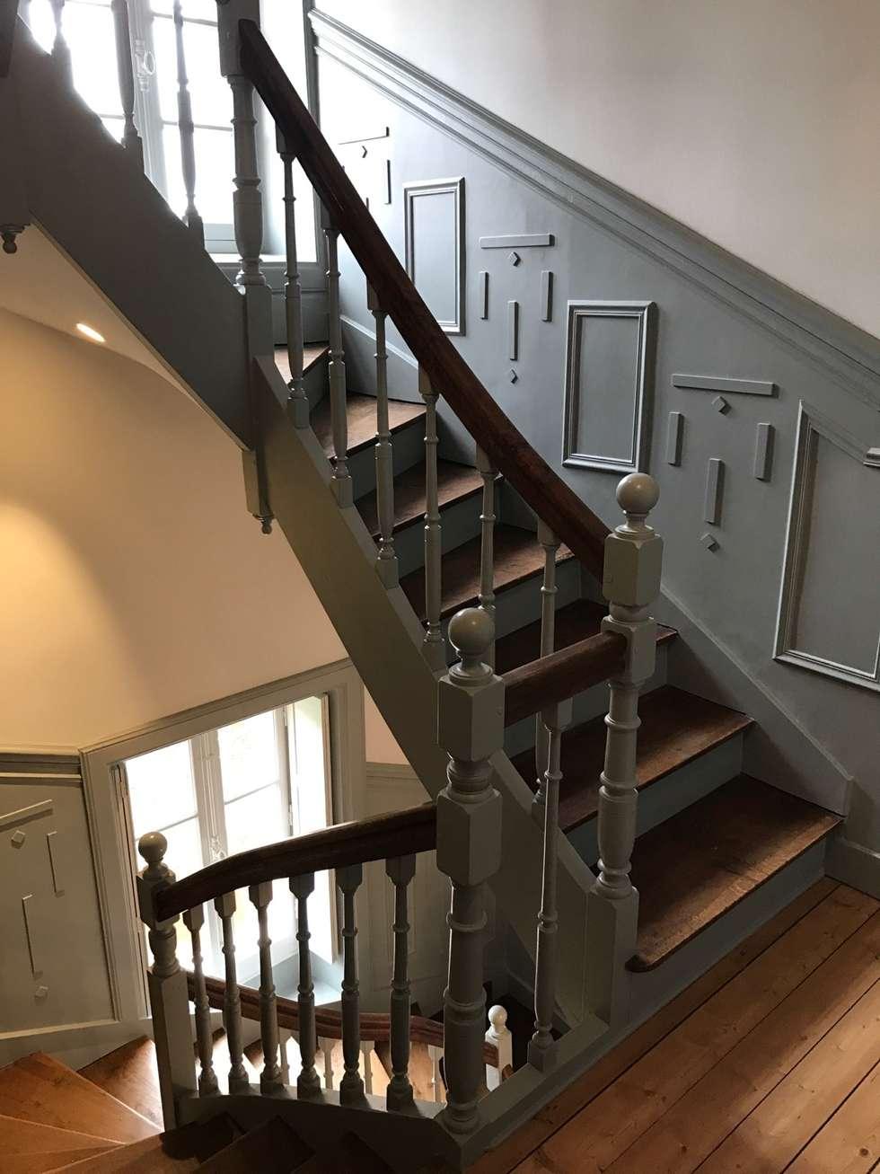 rénovation et mise en ambiance de l'escalier: Couloir et hall d'entrée de style  par GC Aménagement Intérieur