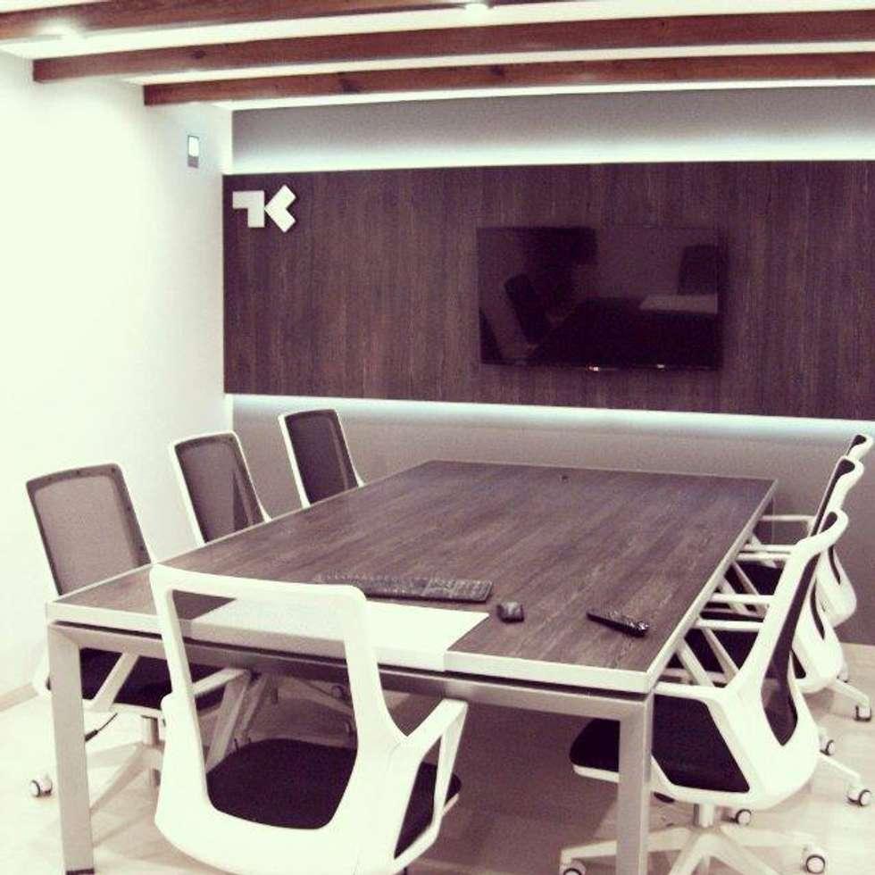 Sala de reuniones: Estudios y oficinas de estilo moderno por TORRETTA KESSLER Arquitectos