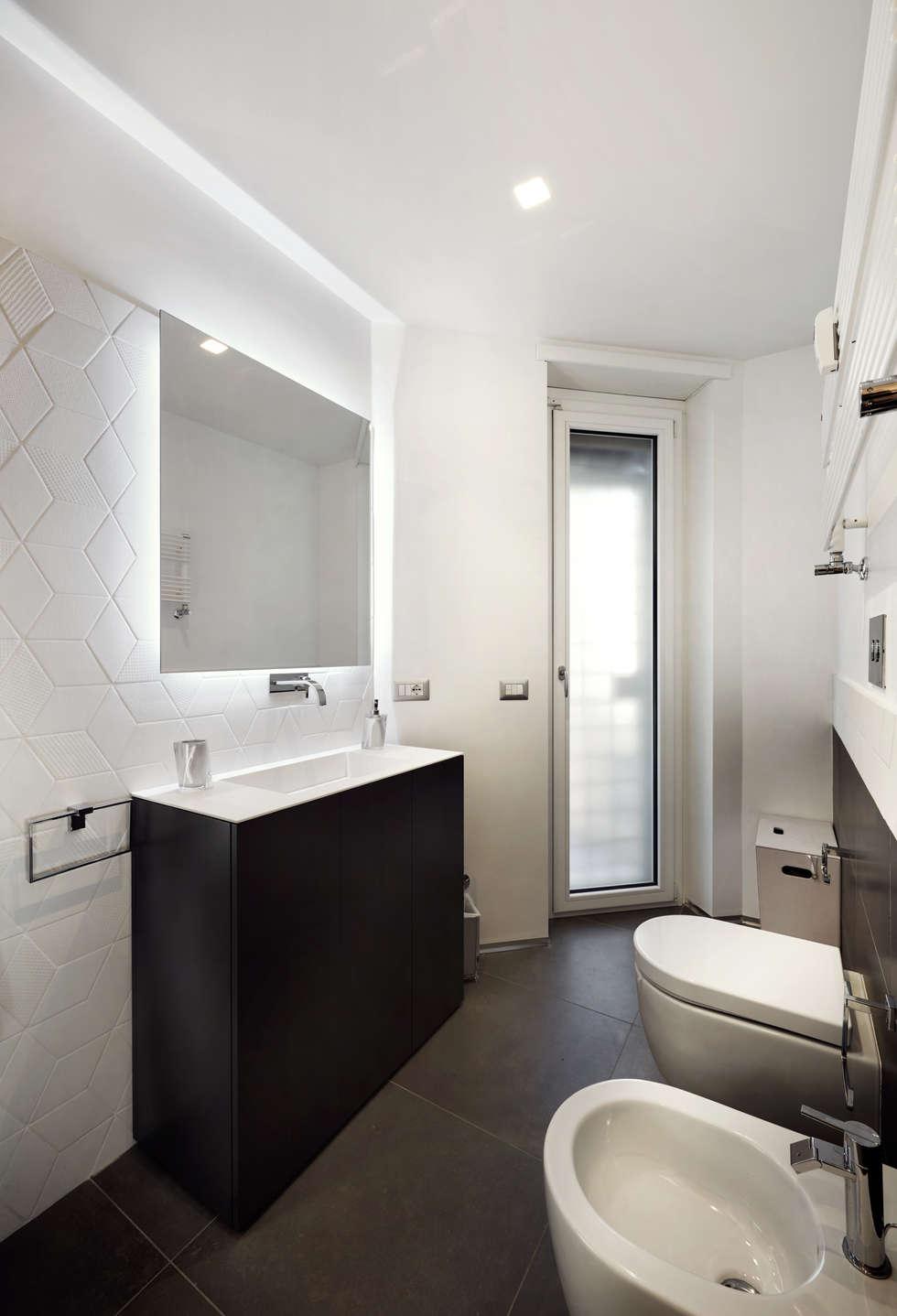Sobrietà ed eleganza.: Bagno in stile in stile Moderno di Gruppo Castaldi   Roma