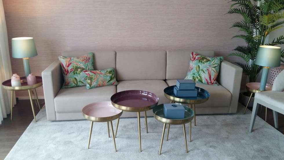 Salones de estilo tropical de ROSA PURA HOME STORE