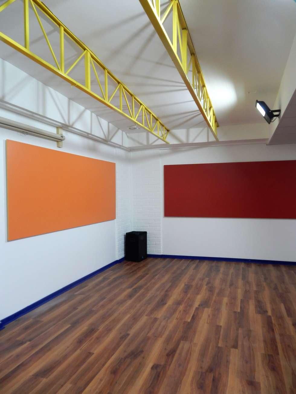 REMODELACION COLEGIO ALAMIRO, Sala de Audio OTEC: Escuelas de estilo  por CREARCO