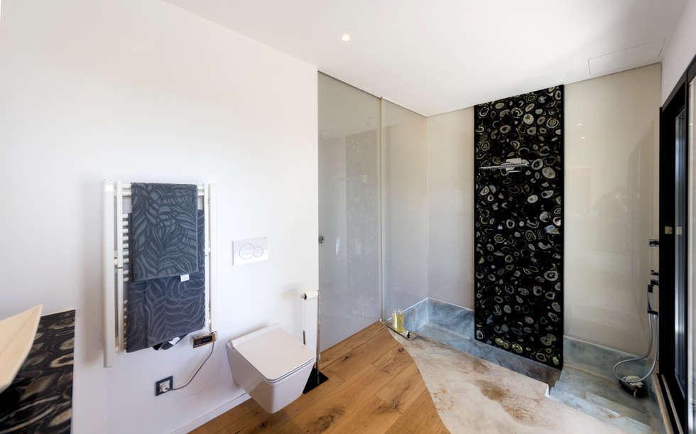 Bagno camera padronale: Bagno in stile in stile Moderno di MBquadro Architetti
