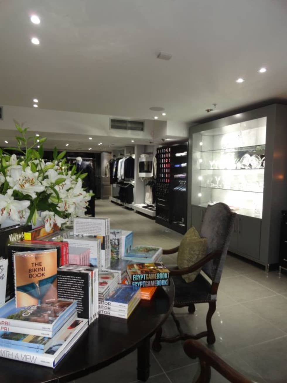 Luxury Retail:  Offices & stores by Sight Projects + Interiors (PTY) LTD