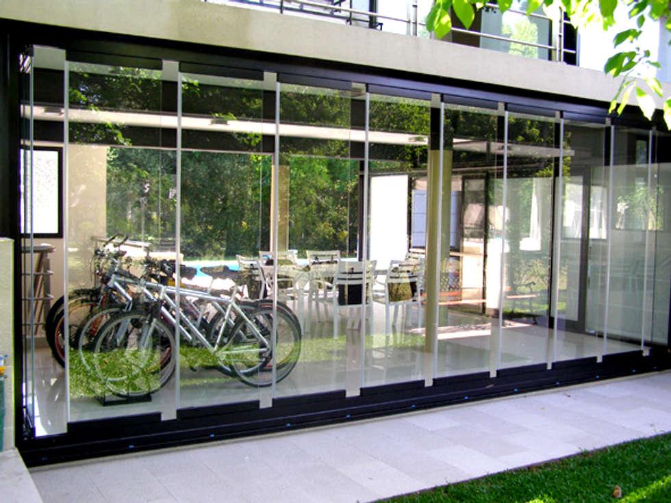 garaje protegido con cortinas de cristal paneles corredizos de vidrio jardines de invierno