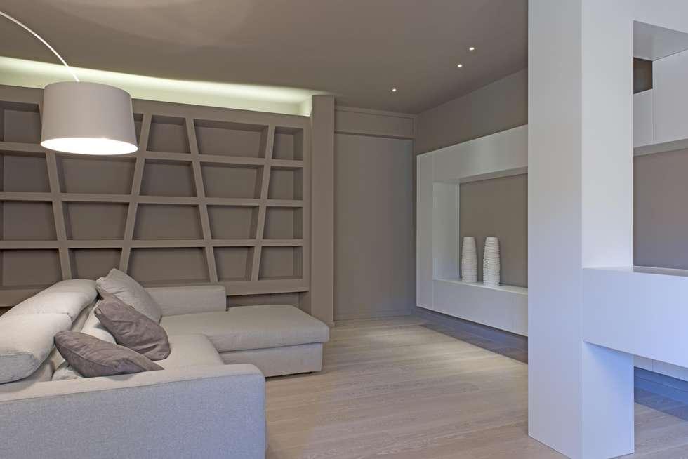 Soggiorno: Soggiorno in stile in stile Minimalista di Luca Doveri Architetto - Studio di Architettura