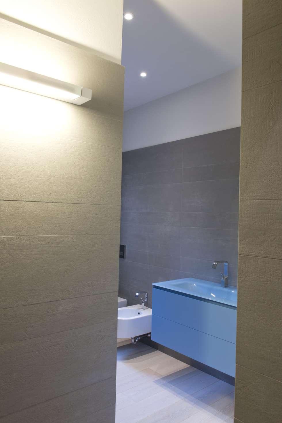 bagno 1: Bagno in stile in stile Minimalista di Luca Doveri Architetto - Studio di Architettura