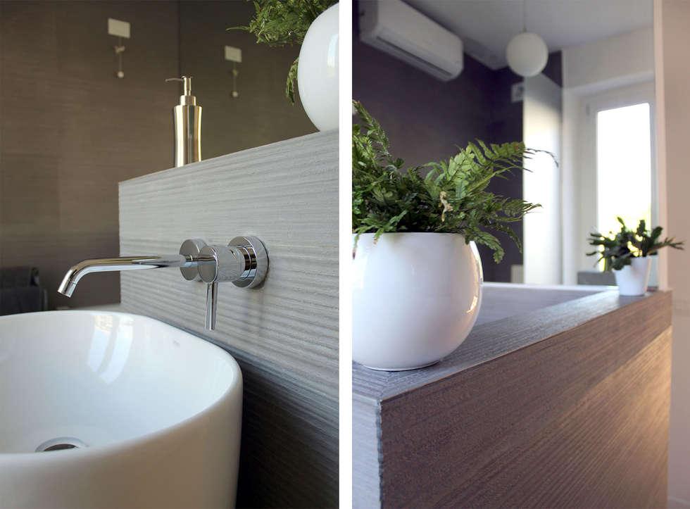 Bagno in Camera da Letto Matrimoniale: Bagno in stile in stile Moderno di redesign lab