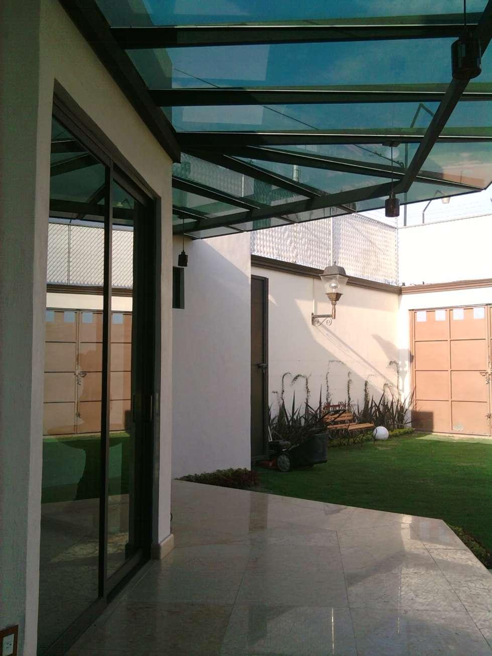 CABAÑA AZCONA: Casas de estilo moderno por FORMAS ARQUITECTURA