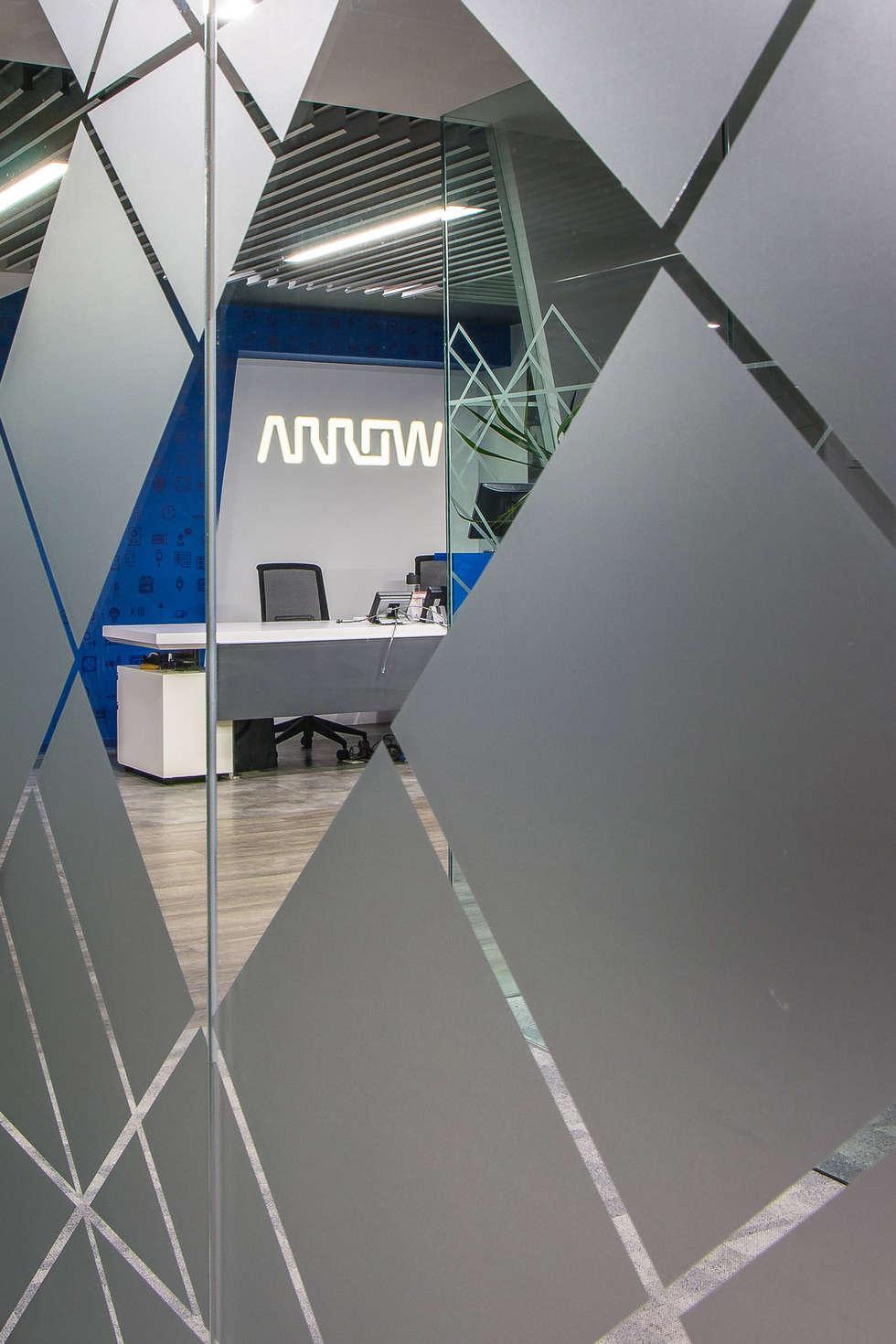 Arrow Electronics: Estudios y oficinas de estilo moderno por Eskema