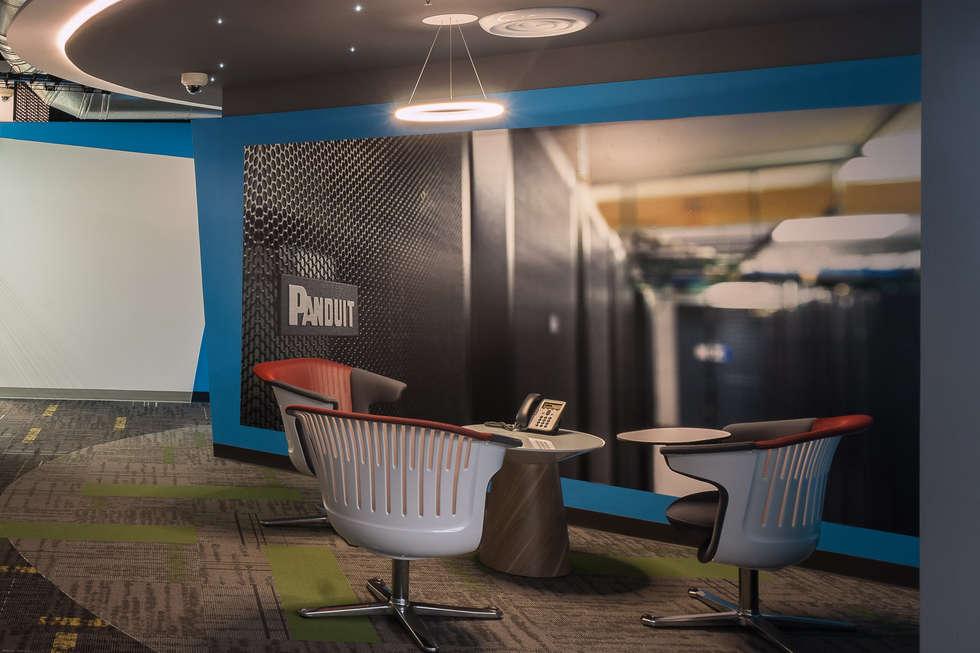 Panduit: Edificios de Oficinas de estilo  por Eskema