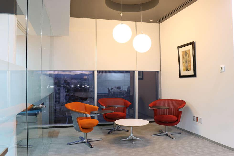 Solcargo: Edificios de Oficinas de estilo  por Eskema