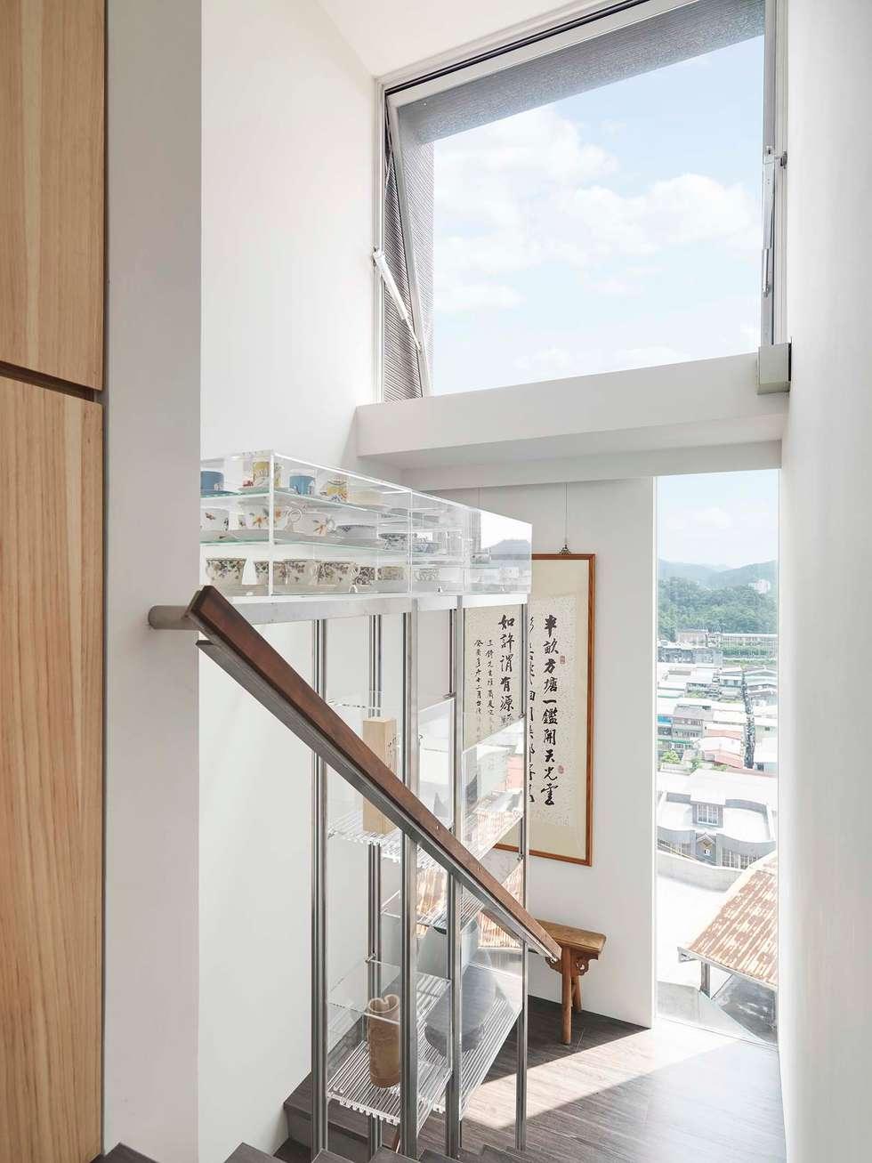 梯間的天空:  走廊 & 玄關 by 前置建築 Preposition Architecture
