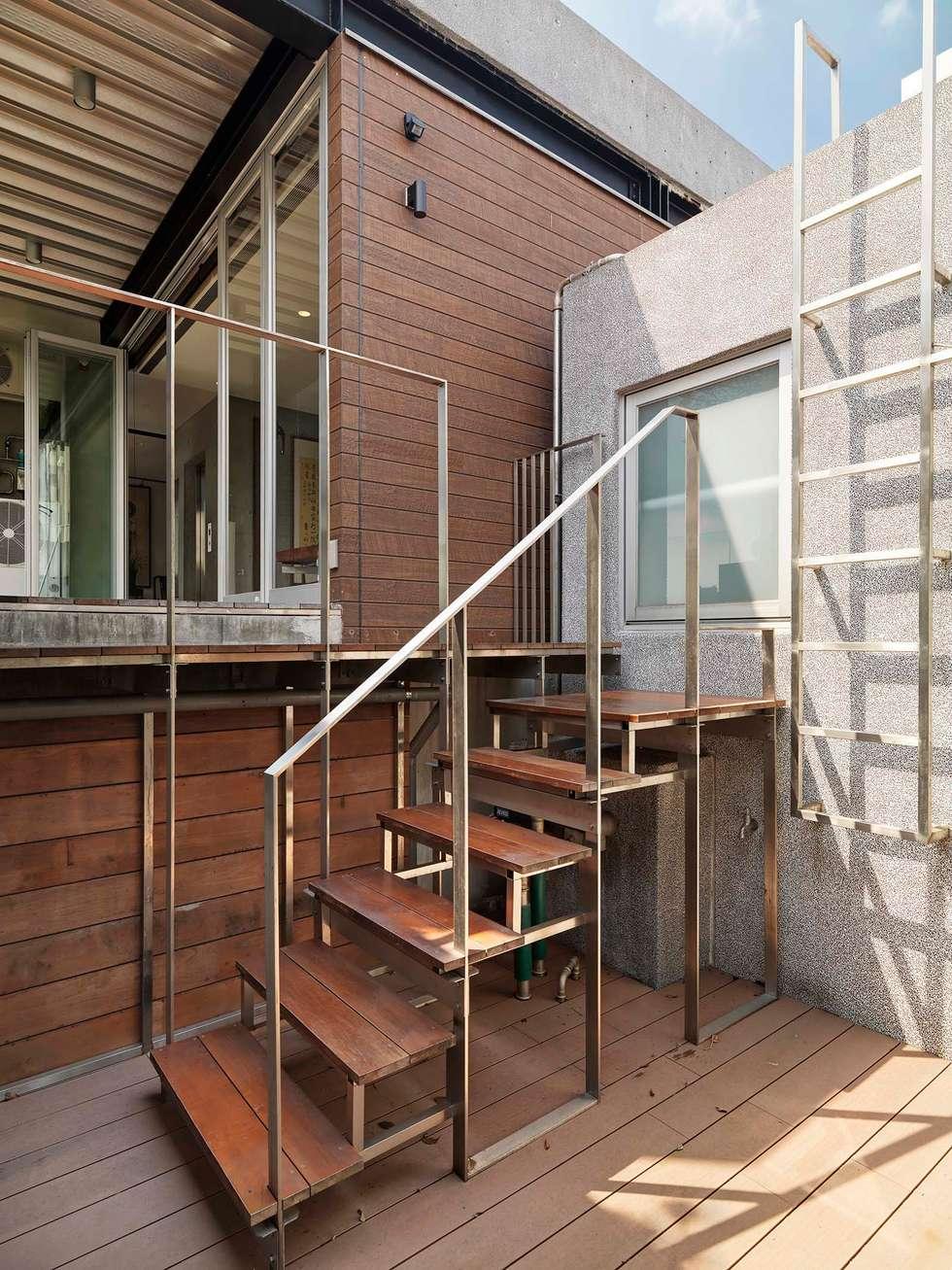 輕與巧:  露臺 by 前置建築 Preposition Architecture