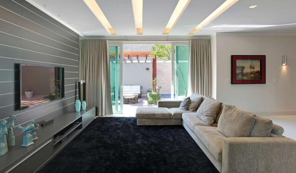 Casa Jose Augusto Camargo: Salas de estar modernas por Caio Pelisson - Arquitetura e Design