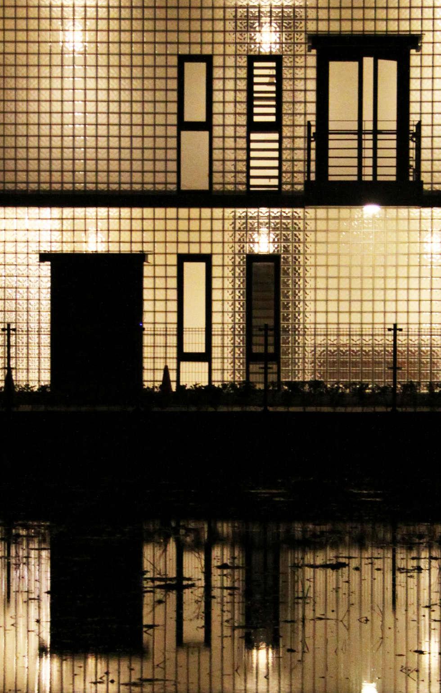 讓光線及微風流進房子內:  房子 by 賴人碩建築師事務所