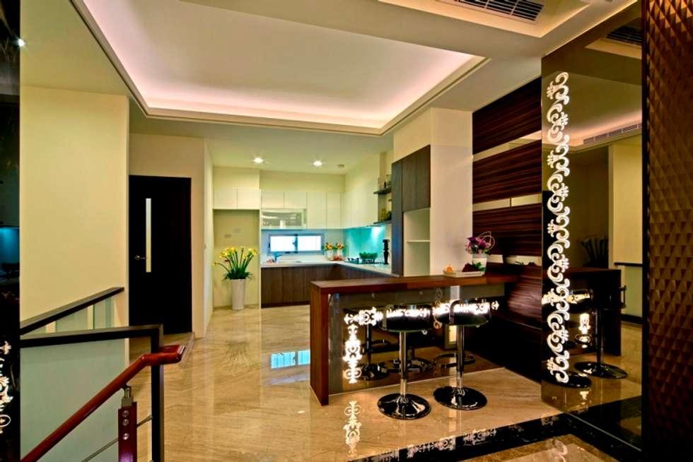 modern Dining room by 世家新室內裝修公司