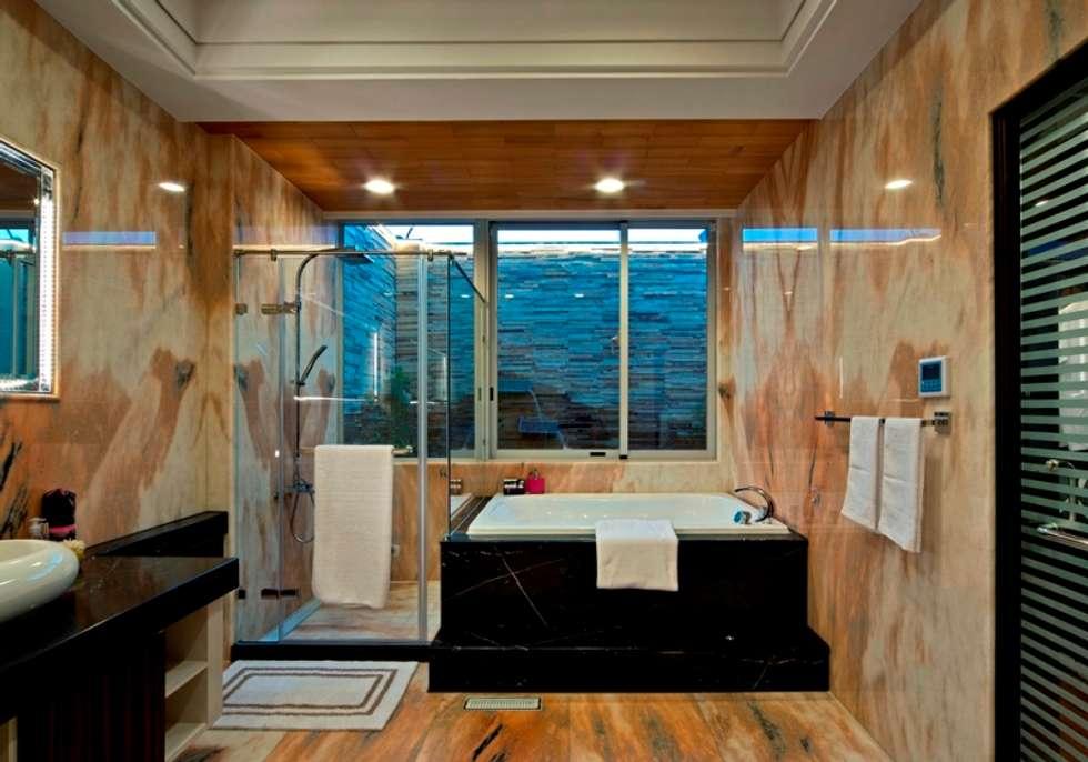 modern Bathroom by 世家新室內裝修公司